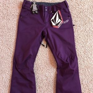 New Volcom snow pants